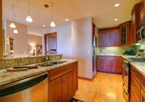 3 Bedrooms, Condo, For Sale, Lorane, W Washington Avenue, 15th Floor, 2 Bathrooms, Listing ID 1011, Madison, Dane, Wisconsin, United States, 53703,