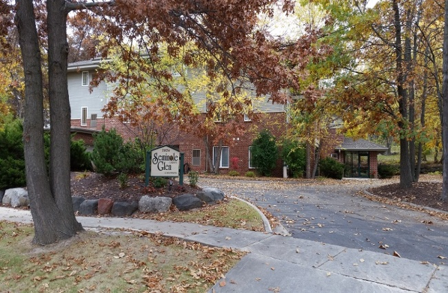 2 Bedrooms, Condo, For Sale, Seminole Glen Garden, Mickelson Parkway, 2 Bathrooms, Listing ID 1017, Fitchburg, Dane, Wisconsin, United States, 53711,