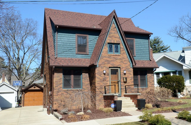 3 Bedrooms, Home, For Sale, Leonard Street, Second Floor, 2 Bathrooms, Listing ID 1007, Madison, Dane, Wisconsin, United States, 53711,