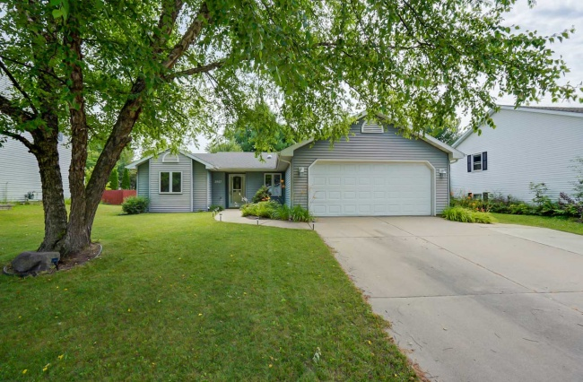 3 Bedrooms, Home, For Sale, Settlement Drive, 2 Bathrooms, Listing ID 1042, Madison, Dane, Wisconsin, United States, 53713,